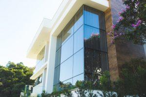 Fachada de vidro e seus benefícios